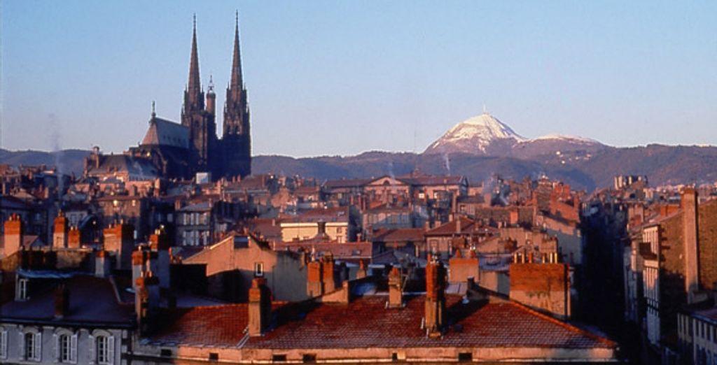 La vue sur Clermont-Ferrand - Inter-Hôtel des Puys*** & Découverte au parc Vulcania et/ou Bien-Être au Royatonic Clermont-Ferrand