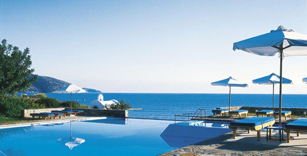 La piscine de l'hôtel et sa vue panoramique sur la mer - St. Nicolas Bay Resort Hotel & Villa***** Agios Nikolaos
