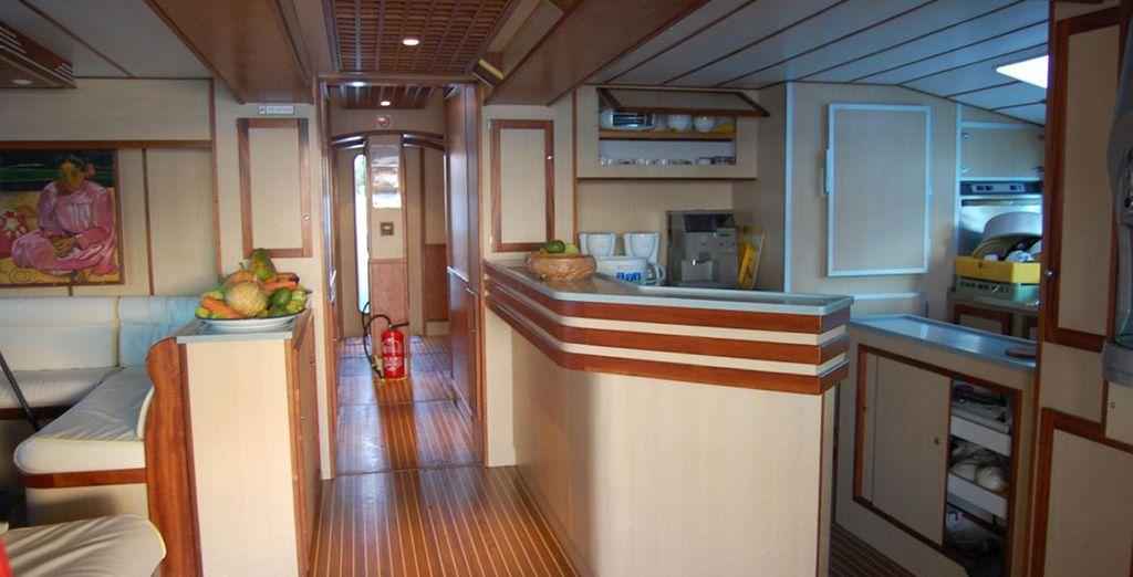 Sur une embarcation confortable, avec un personnel aux petits soins