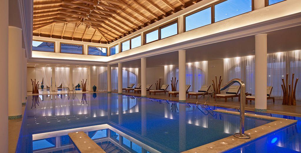 Une brasse apaisante dans la piscine intérieure...