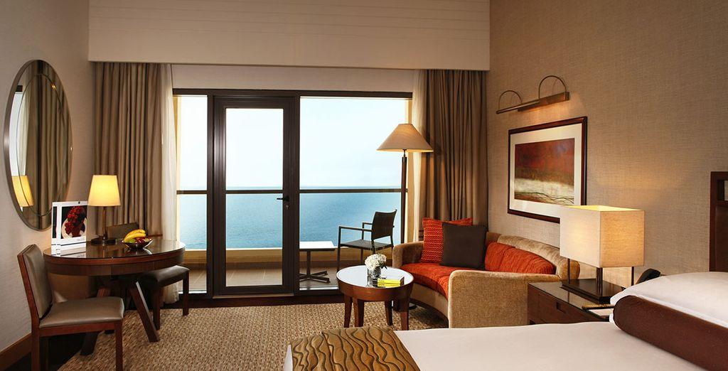 Vous serez heureux de vous reposer après une folle journée dans votre chambre Premium Sea View