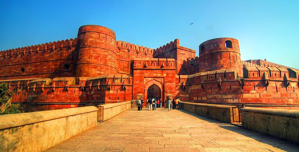 Vous mettrez ensuite le cap sur Agra, où son Fort Rouge renferme des trésors...