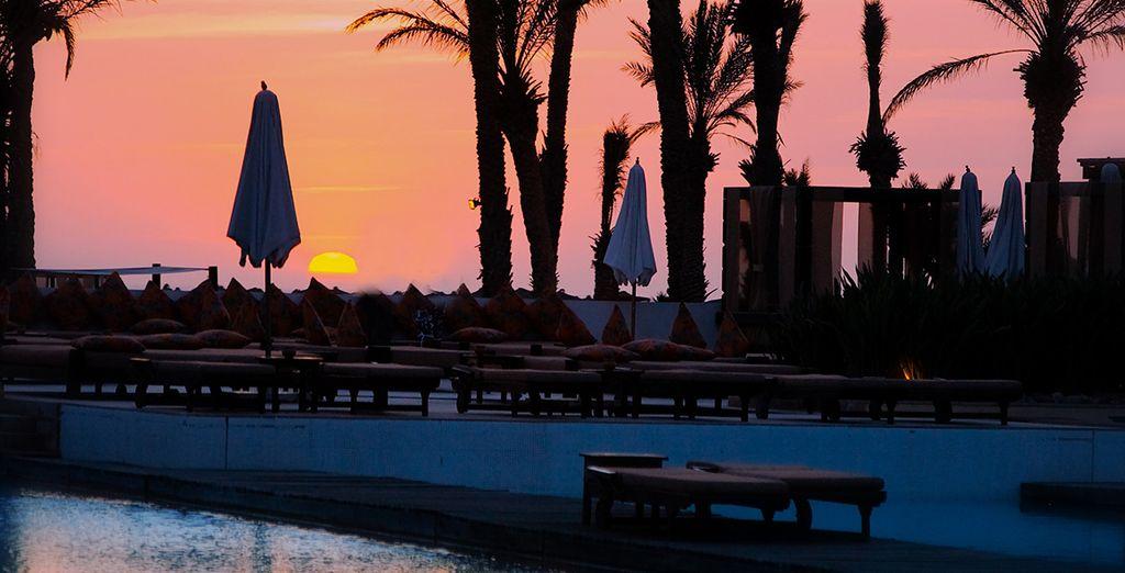 Ou d'admirer le coucher de soleil sur la piscine