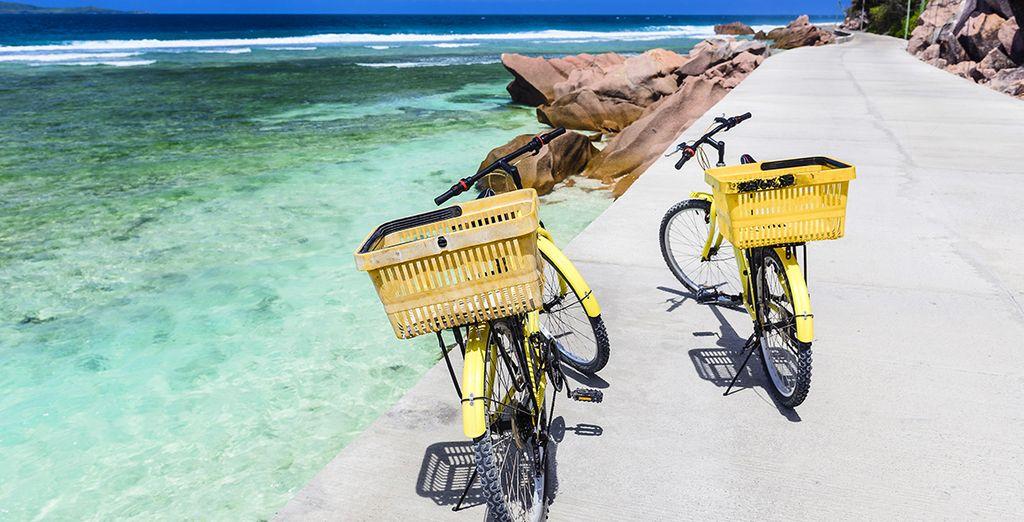 Et transporter par le charme de l'île de La Digue où l'on se déplace à vélo