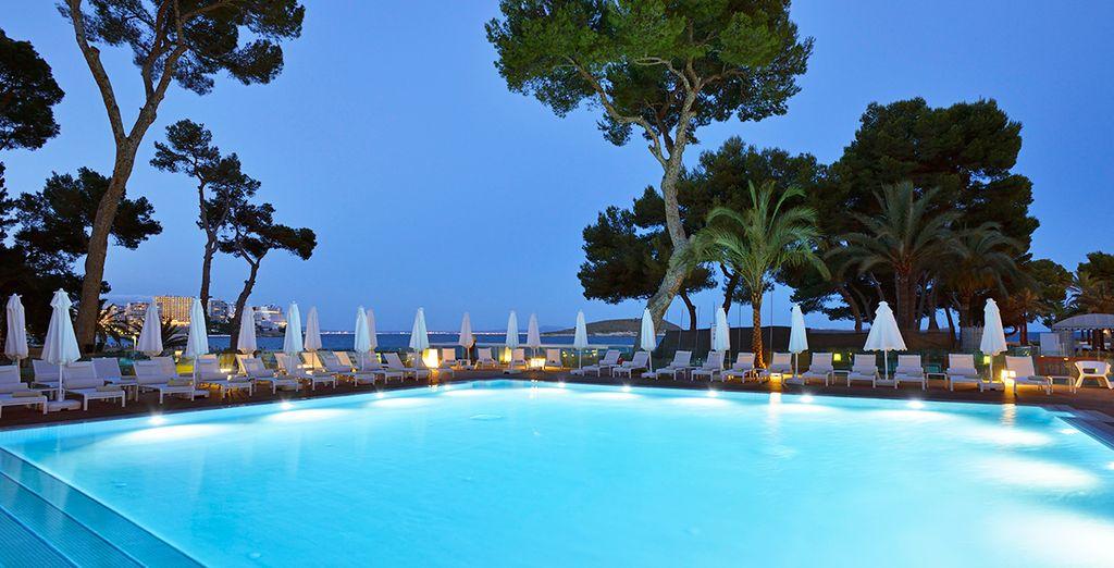 Ne résistez pas à un plongeon dans la piscine du Me Mallorca...