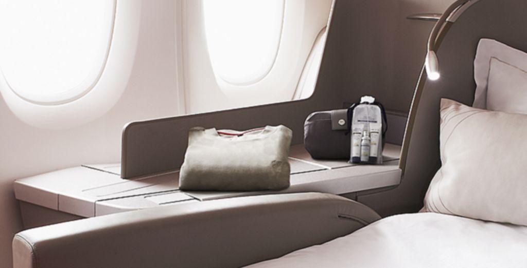 Votre fauteuil se transforme en un véritable lit de 2 mètres... vous êtes arrivés à destination !