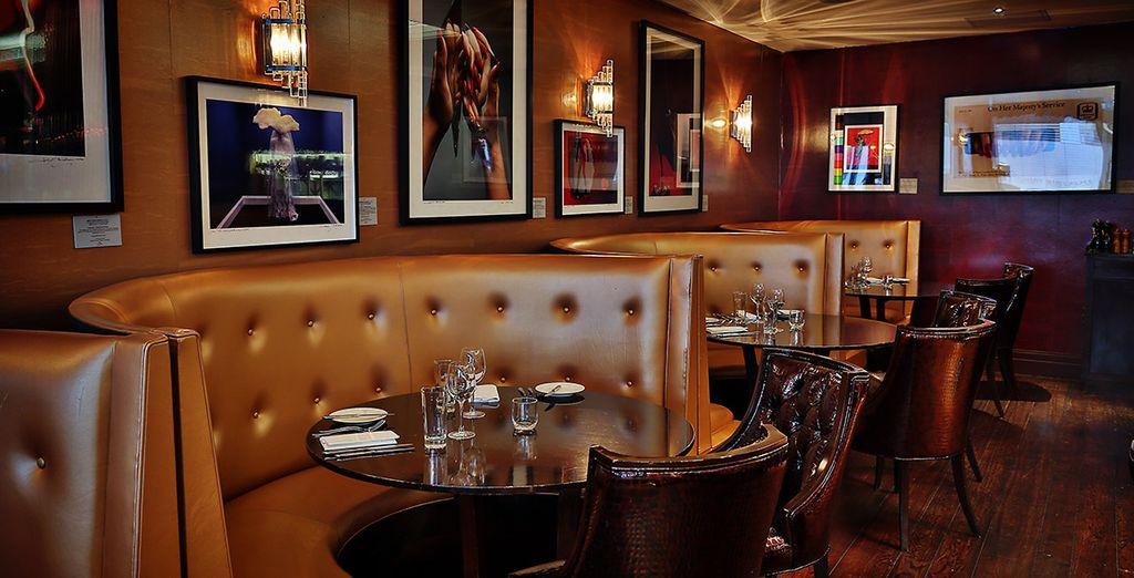 Et prenez place dans le cadre vintage du restaurant N°20