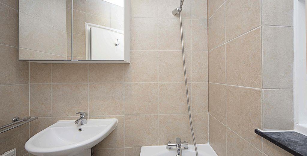 Avec une salle de bains fonctionnelle