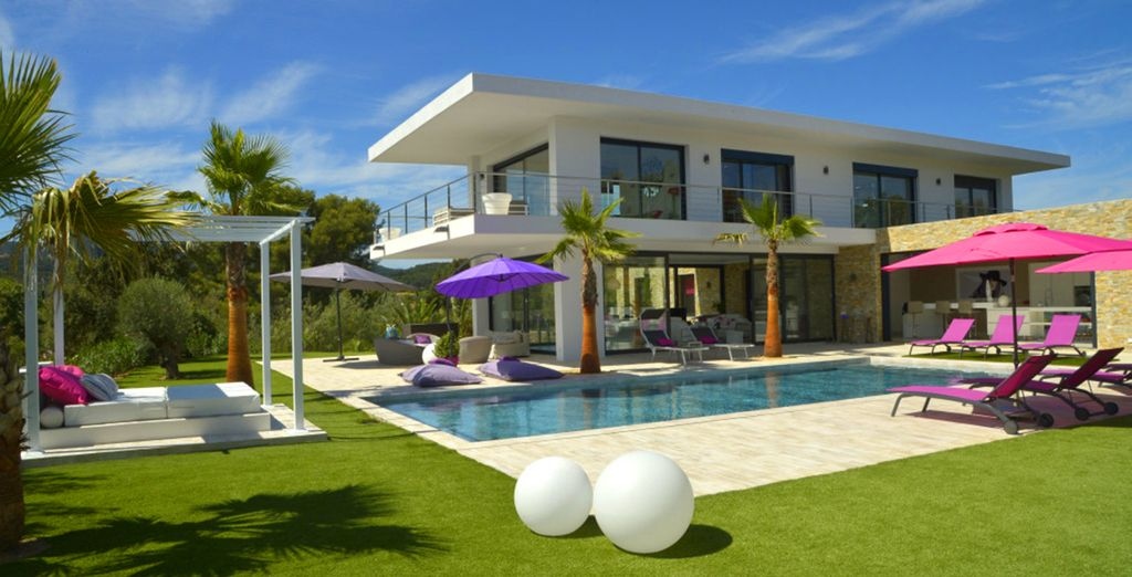 Villa design 4 chambres avec piscine priv e voyage priv jusqu 39 70 for Villa design avec piscine