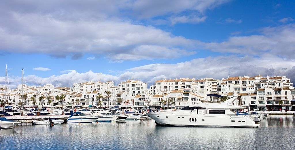 Visitez le charmant village de Puerto Banus, à deux pas. Bon séjour en Espagne !