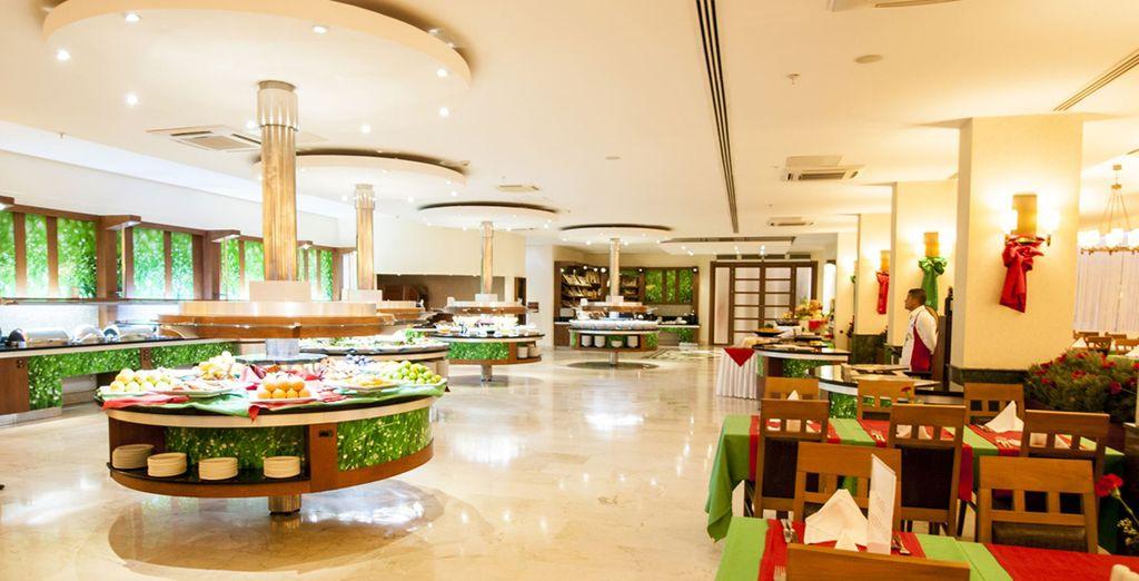 Pour profiter de votre formule tout inclus, le restaurant Emerald vous accueille...
