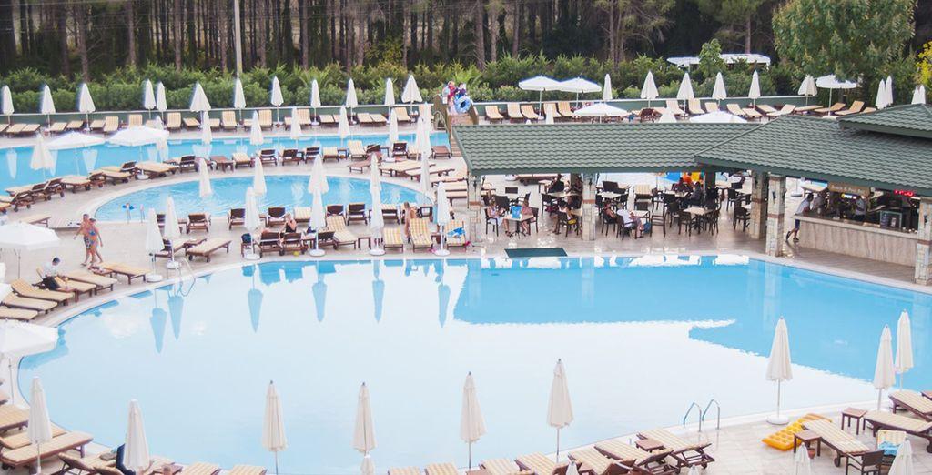 Il sera question de détente au quotidien...que ce soit dans l'une des piscines de l'hôtel...