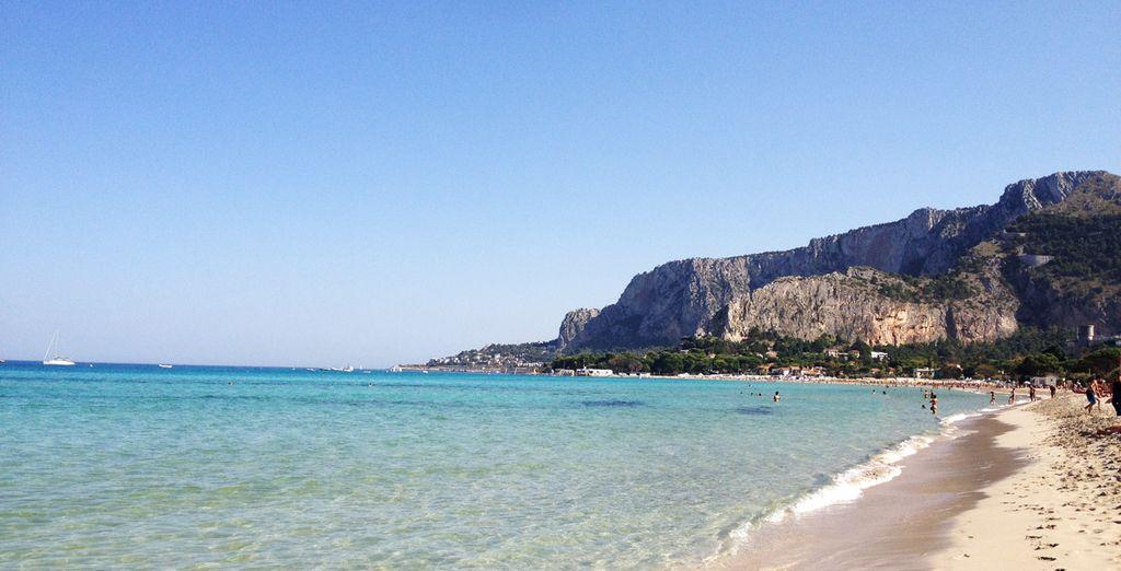 Côtes rocheuses et plages de sable fin en Sicile