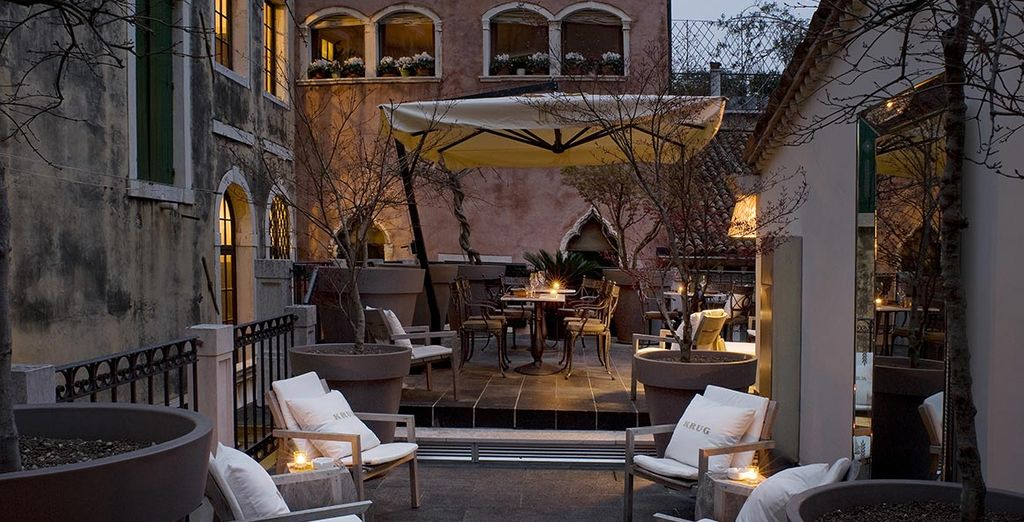 Ou cadre enchanteur sur la terrasse, au cœur de la ville