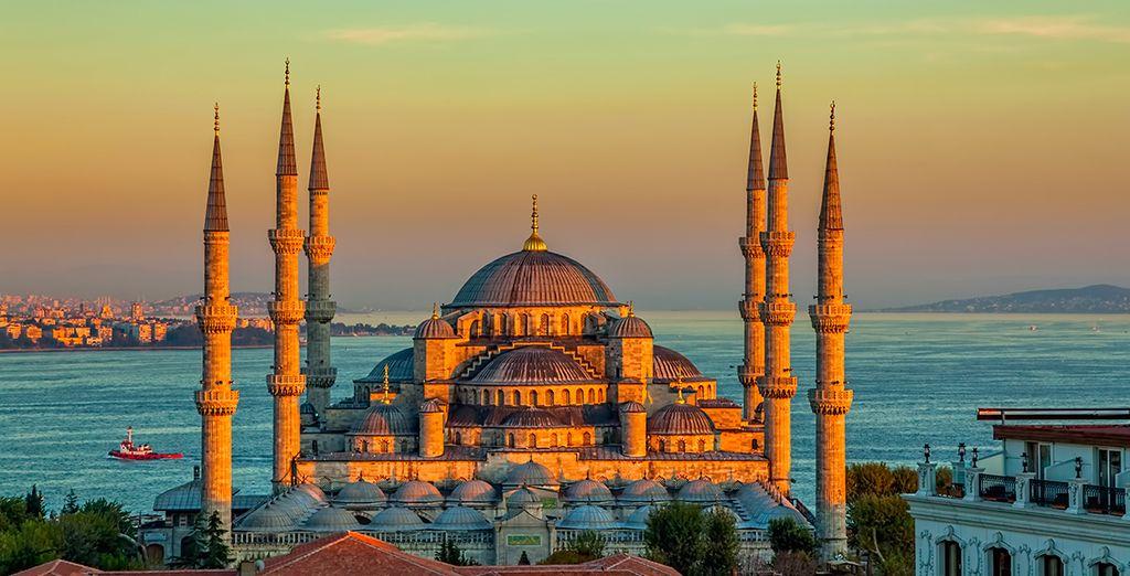 Depuis la Mosquée Bleue et ses six minarets