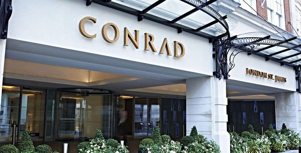 Dans le luxueux hôtel 5* Conrad St James
