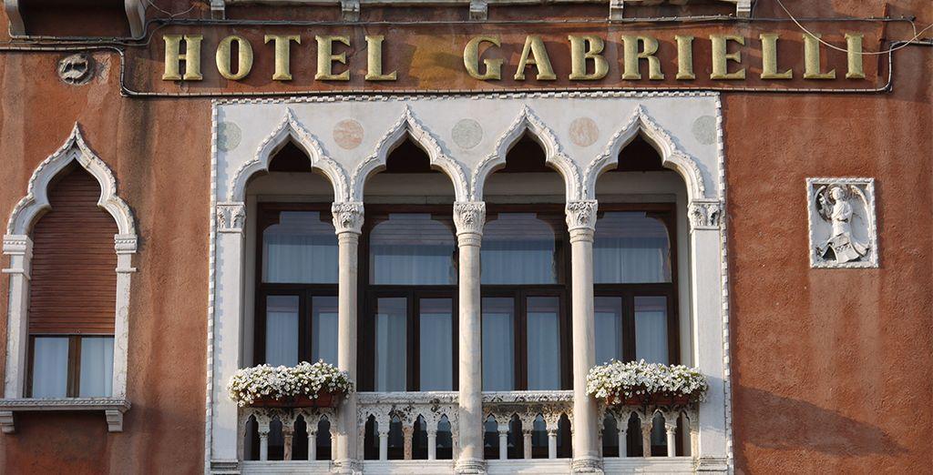 Confortablement installé à l'hôtel Gabrielli Sandwirth  4*