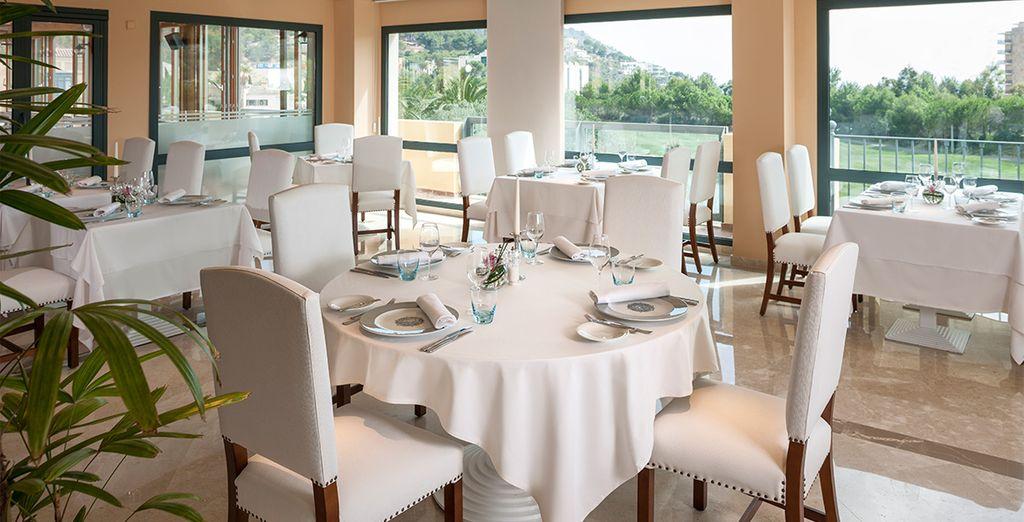 Dans les restaurants de l'hôtel, qui comptent parmi les meilleures adresses de la région