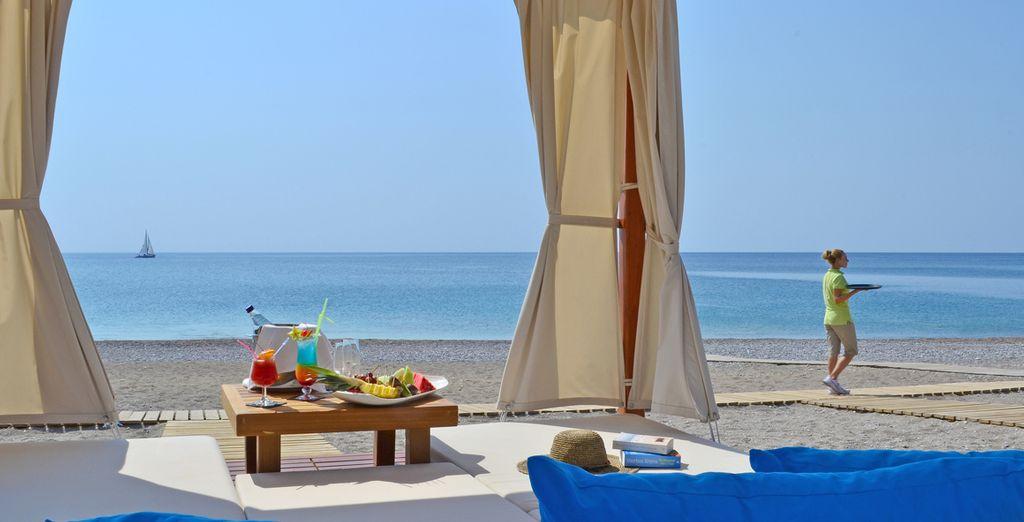 Ou au bord de la mer, sur la plage privée...