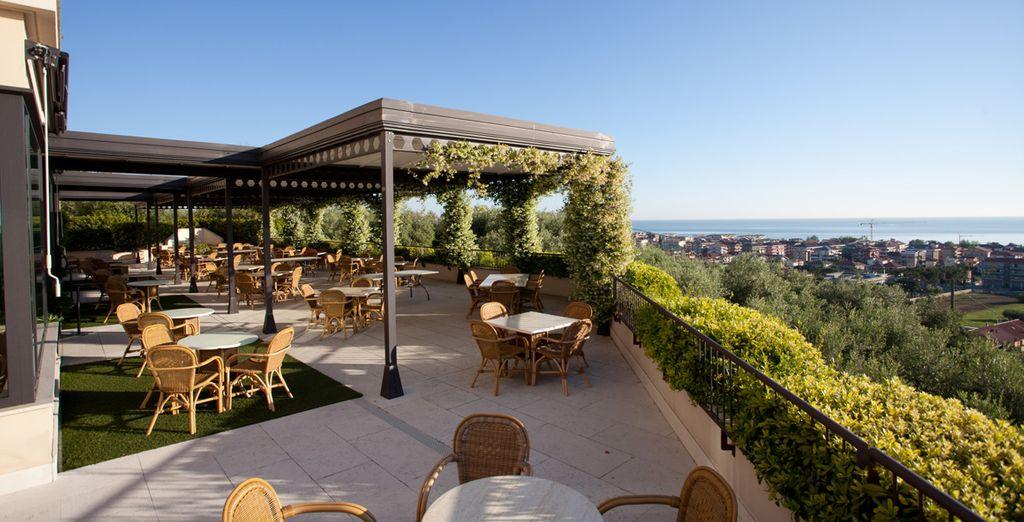 Avec un panorama exceptionnel sur la mer Adriatique...