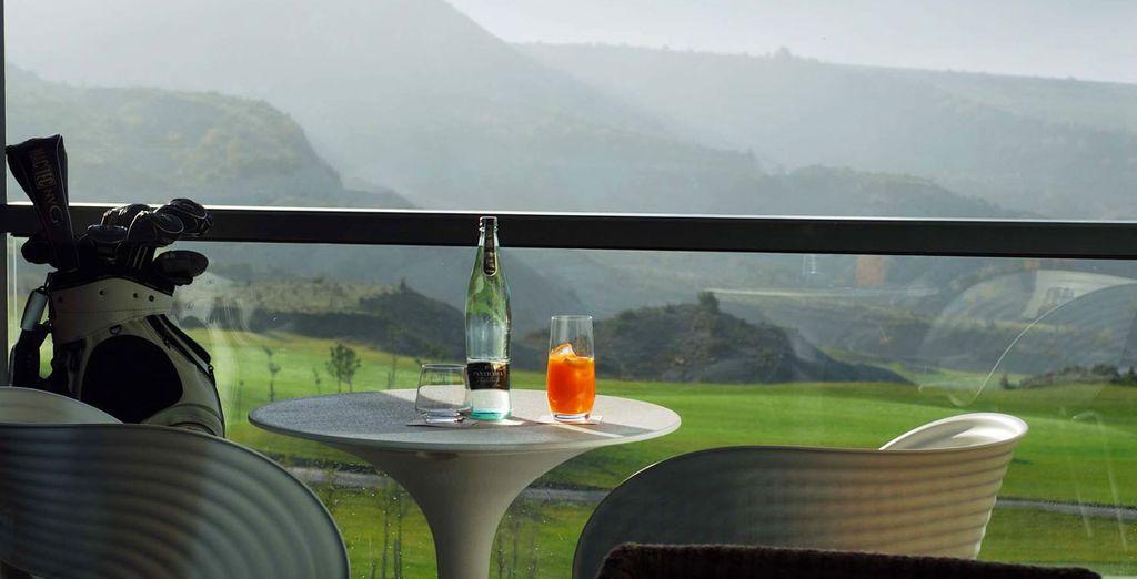 Entrez dans l'hôtel Margas & Golf