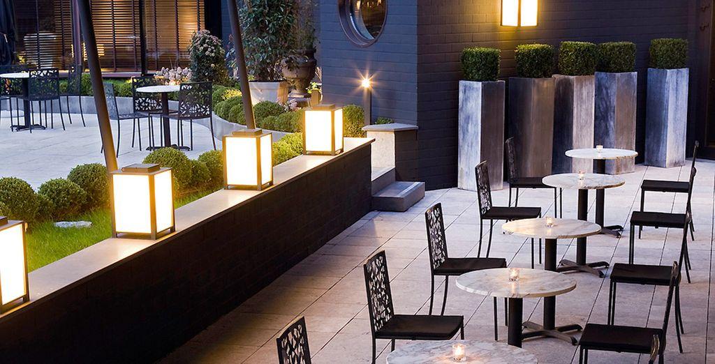 Profitez d'une petite pause pour prendre un apéritif en terrasse