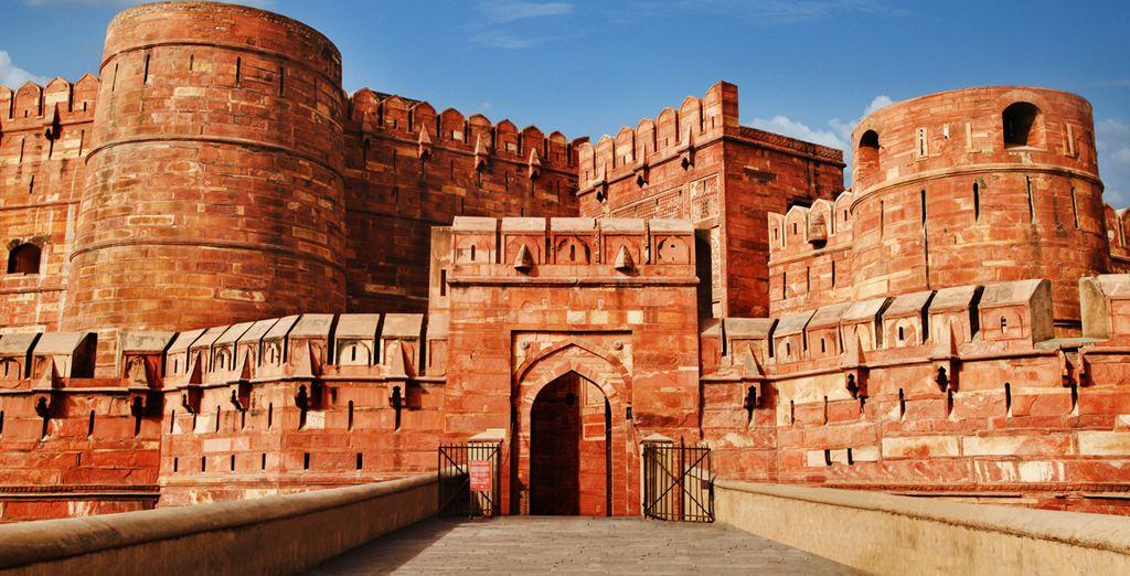 A Agra, qui en plus du Taj Mahal, abrite le superbe fort Rouge