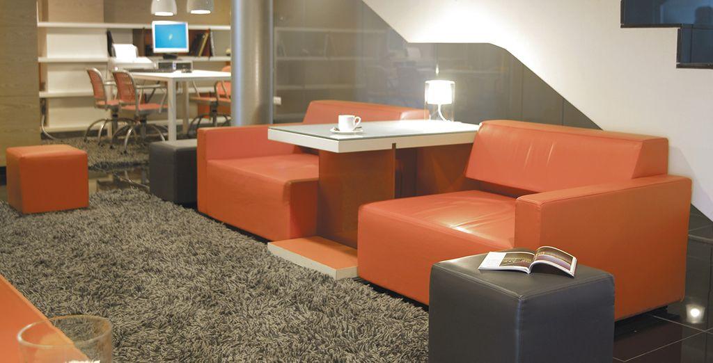 Prenez place à l'hôtel Hesperia Fira Suites 5*