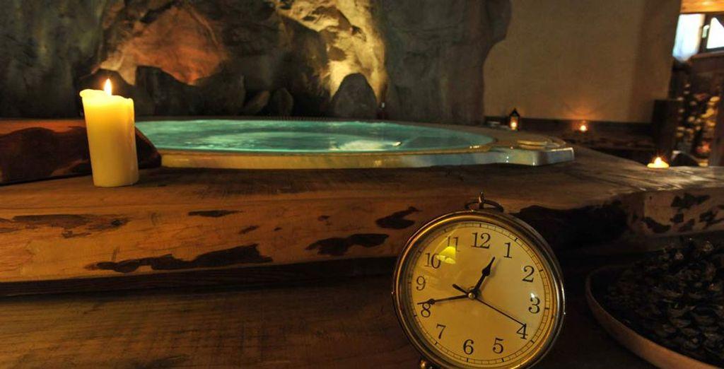 Délassez-vous dans le bain à remous en oubliant le temps...