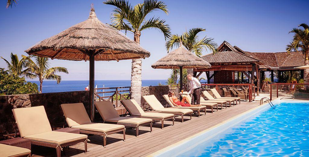 Rafraîchissez-vous dans l'une des deux piscines de l'hôtel