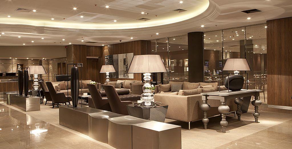 Alors découvrez tout le charme du lobby de votre hôtel mystère 4*