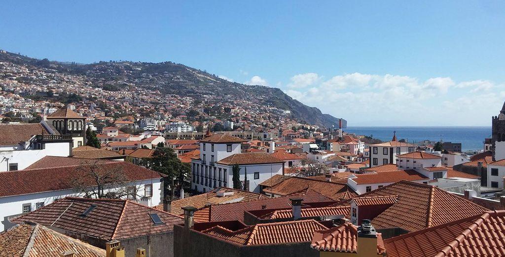 Avec vue sur les toits de Funchal...