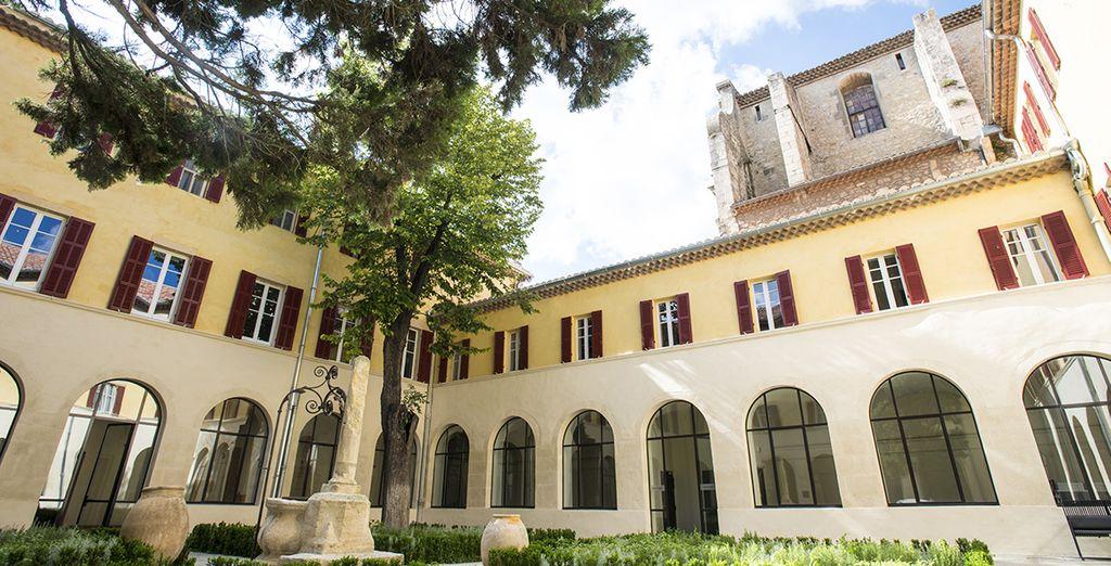 Poussez les portes de cet ancien couvent Carmélite du 17ème siècle