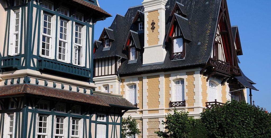 Puis découvrez Deauville et ses maisons à colombages traditionnelles