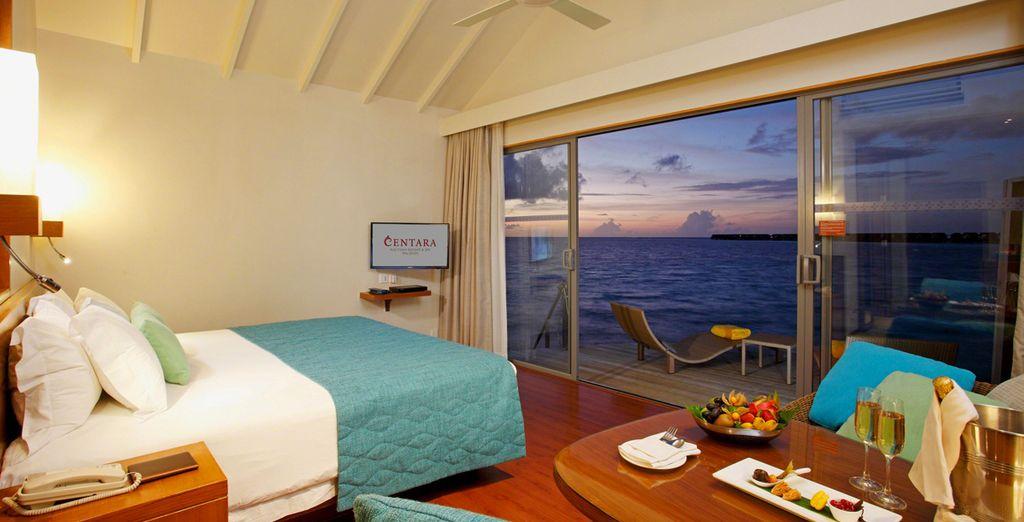 Admirez les splendeurs d'un coucher de soleil sur les atolls...