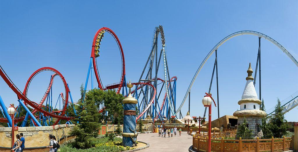 Faites aussi le plein de sensations fortes à PortAventura avec sa quarantaine d'attractions !