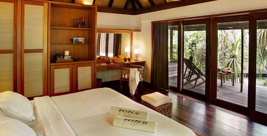 Au mobilier en bois et aux couleurs naturelles, rappelant le style typique des Maldives