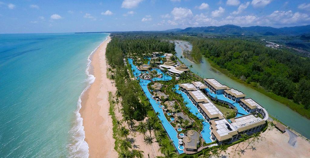 Situé sur Khuk Khak Beach, l'une des plus belles plages de Thaïlande...