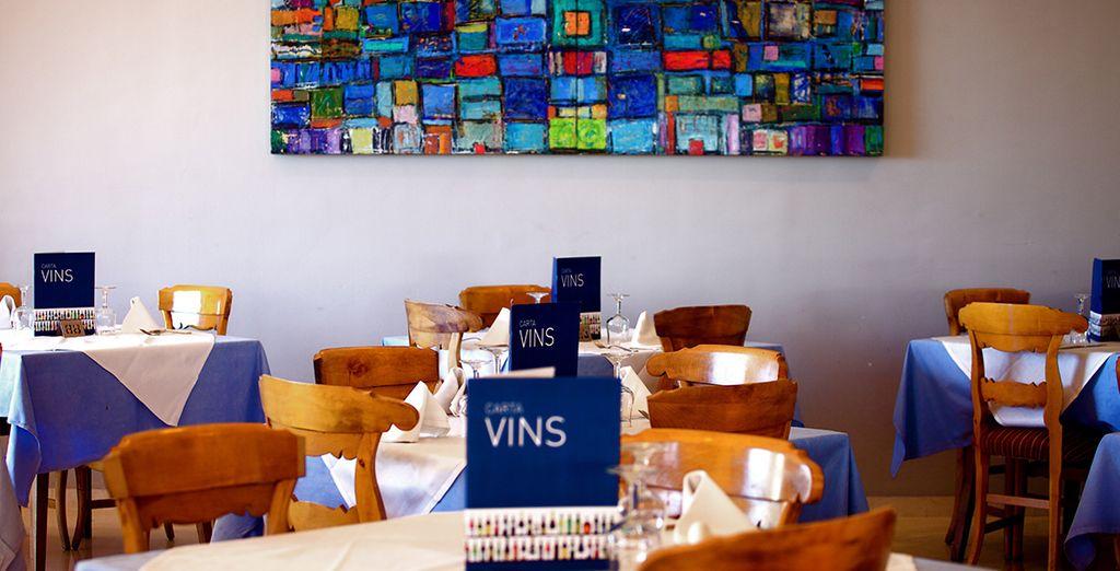 Ou délectez-vous de savoureux mets au restaurant et découvrez leur carte des vins