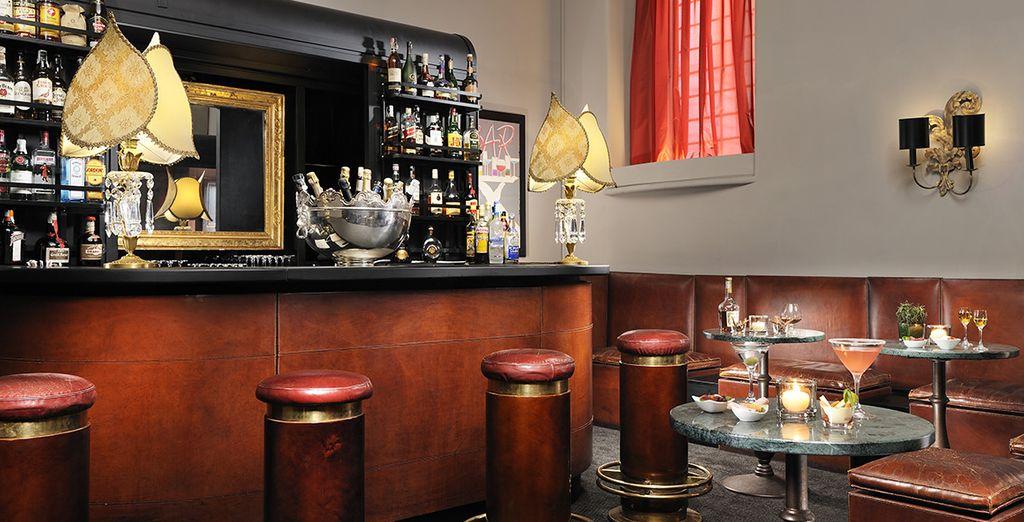 Et venez siroter un cocktail au bar