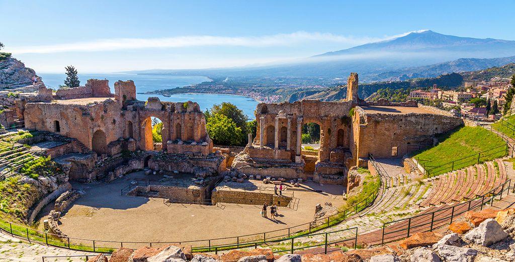 Découvrez Taormine grâce à la location de voiture incluse