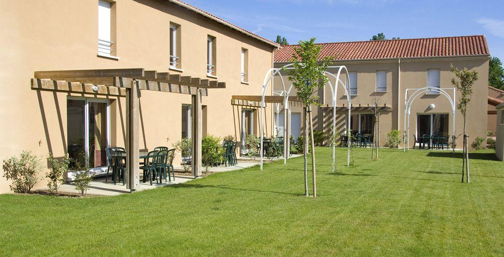 La résidence vous offre des espaces verts et bien entretenus
