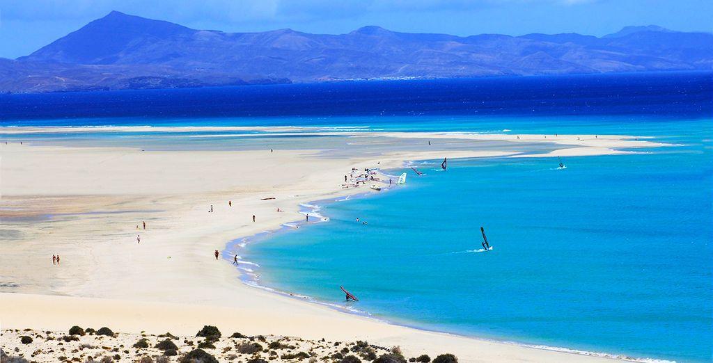 Et foulez les larges plages de sable aux eaux translucides... Bon séjour !