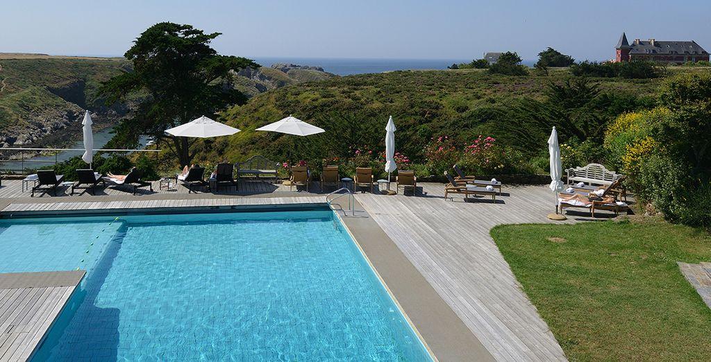 Avec un piscine intérieure ou extérieure, ouverte en saison