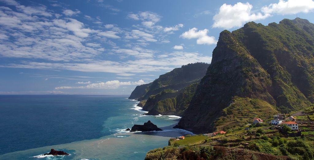 Puis partez à la découverte de l'île et de ses superbes panoramas...