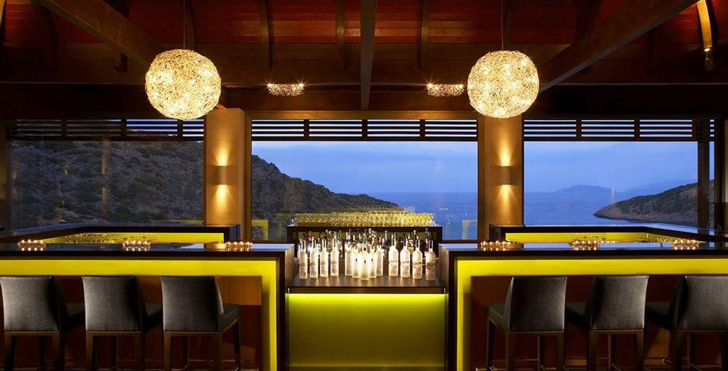 Et sirotez un dernier cocktail au bar avant de rejoindre votre chambre
