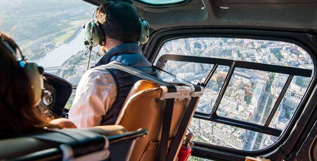 Prenez de la hauteur en choisissant l'option vol en hélicoptère au dessus de Paris pour un moment unique