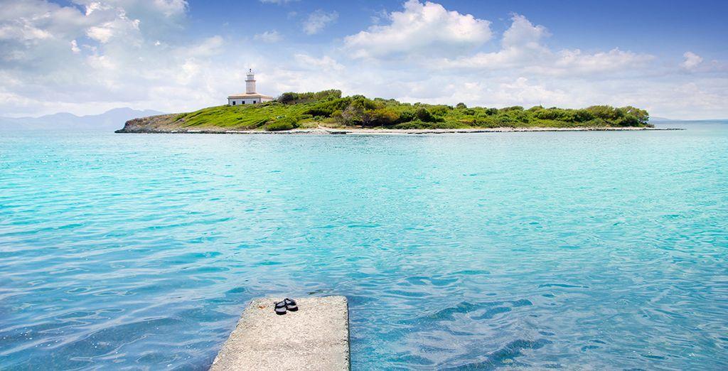 Mais aussi les sublimes îles au large de la baie