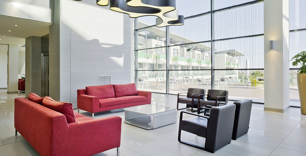 Vous pourrez vous détendre au lounge, un espace sophistiqué...