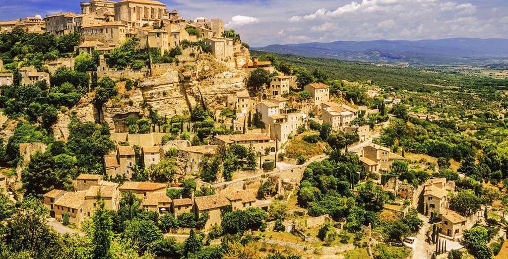 D'ailleurs, c'est toute la région qui vous enchantera... A travers la beauté de Gordes !